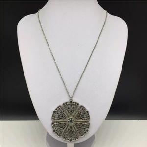 White House Black Market Flower Necklace